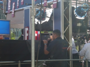 Ryan Seacrest's back interviewing Justin Timberlake's Hair!